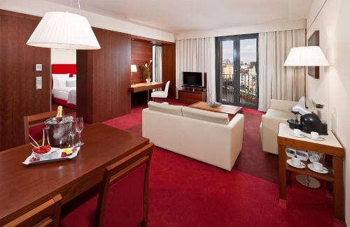 Grand Suite with Executive Lounge Access