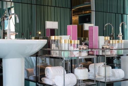 WC by The Beautique Hotels photo 7