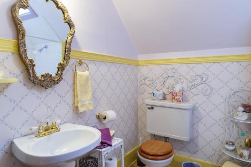 Roseberry House Bed & Breakfast - Susanville, CA 96130