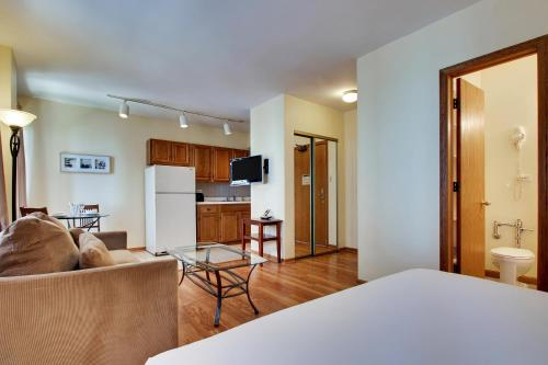 Dewitt Hotel and Suites Номер-студио с кроватью размера «queen-size»