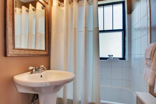 Dewitt Hotel and Suites Номер-студио с кроватью размера