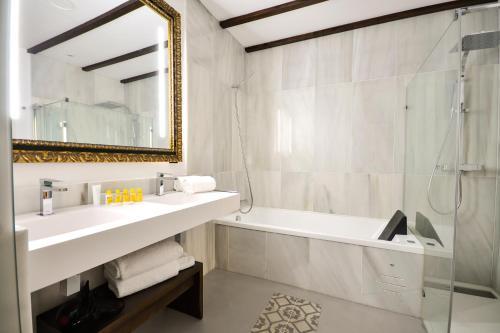 Junior Suite with Terrace Legado Alcazar 34