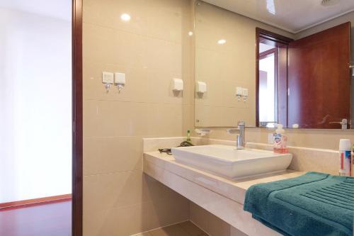 Zhongyang Jingcheng Service Apartment photo 19