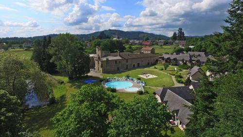 . VVF Villages « Le Château sur la Vienne » Nedde