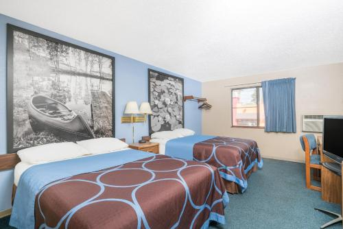 Super 8 By Wyndham Little Falls - Little Falls, MN 56345