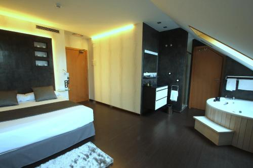 Superior Double or Twin Room with Hot Tub Hotel De Martin 11