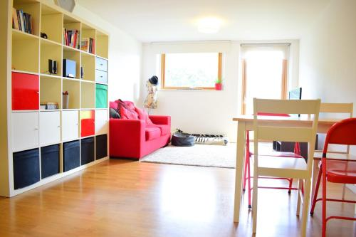 2 Bedroom Apartment with Private Balcony - Sleeps 5