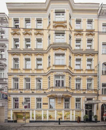 Lange Gasse 13, 1080 Vienna, Austria.