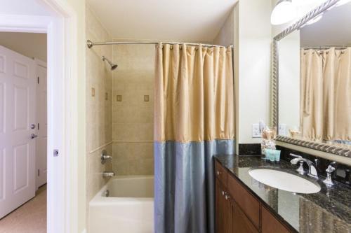 3 Bedroom Condo 4820 - image 2