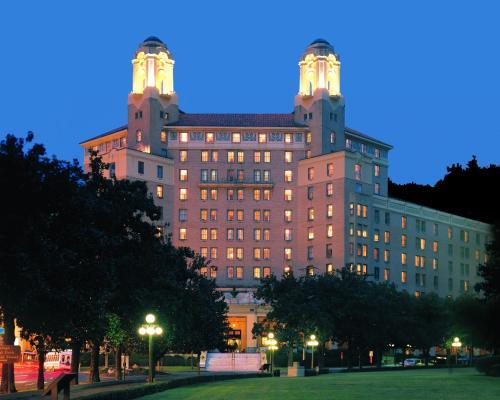 . Arlington Resort Hotel & Spa
