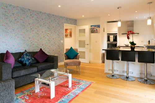 . City Centre Penthouse with Terrace 5 mins walk to Colleges & Sleeps 6