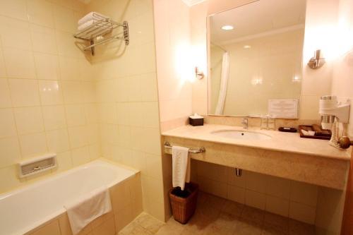 Harmoni Suites Hotel photo 20