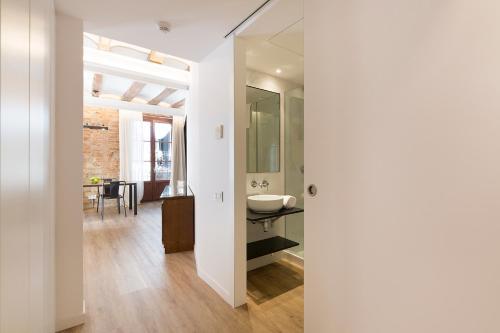 Decô Apartments Barcelona-Born Apt. photo 15