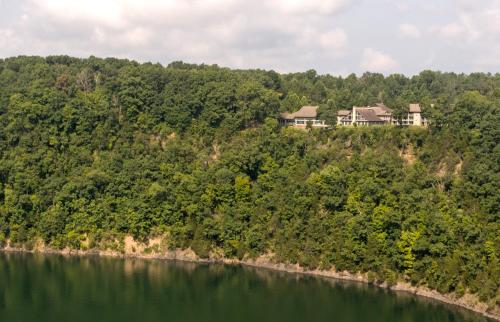 . Dale Hollow Lake State Resort Park
