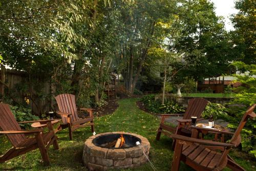 Hartzell House Bed And Breakfast - Addison, PA 15411