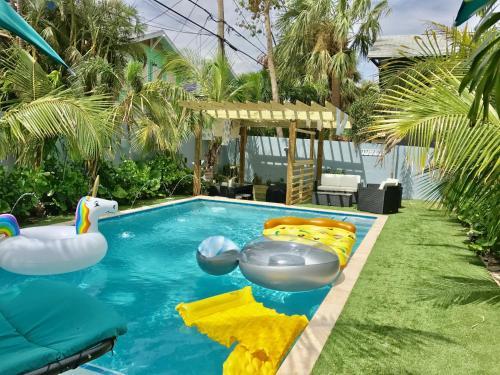 . Tropical Garden Bungalow A