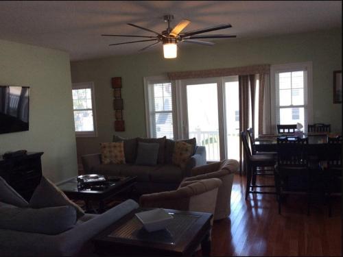 Wildwood Townhouse Rental - Wildwood, NJ 08260