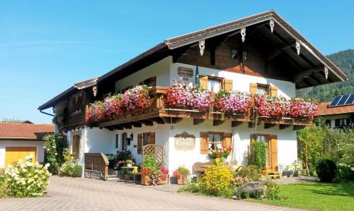 . Ferienwohnungen mit Bergblick