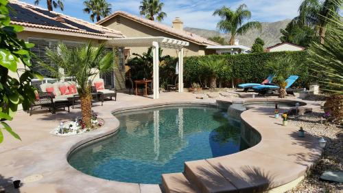 . Gorgeous 2 Bedroom Home with Salt Water Pool/Spa