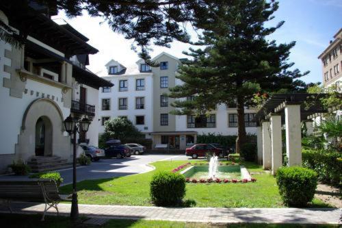 . Hotel y Apartamentos Arias