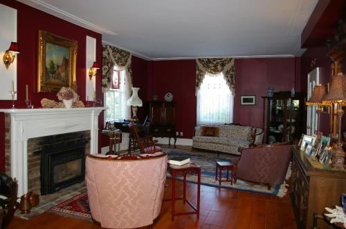 Royal Manor Bed & Breakfast - Photo 8 of 19