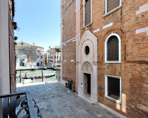 Santa Croce 1725, salizada del Fontego dei Turchi, Venice VE, Italy.