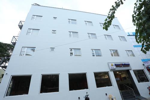 . Season 4 Residences - Nungambakkam Near US consulate, Apollo Hospital, Shankar Nethralaya