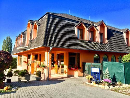 . Hotel Senica