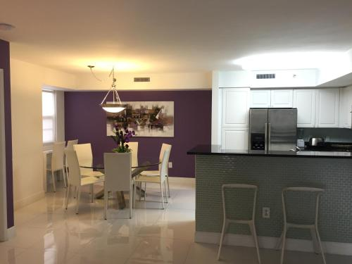 The Purple Apartment At The Yacht Club Of Aventura