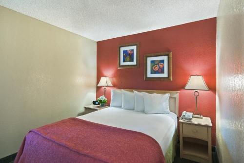 Oxford Inn & Suites Lancaster - Lancaster, CA 93534