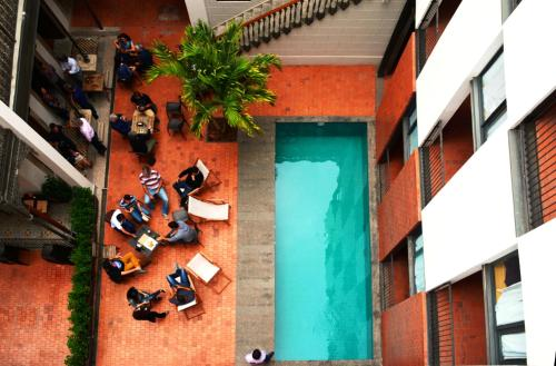 Rua Gago Coutinho, 25 - Laranjeiras, Rio de Janeiro, RJ 22221-070, Brazil.