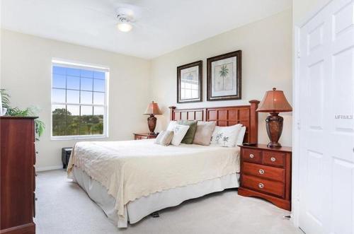 . Minutes to Disney Luxury Windsor Hills Condo