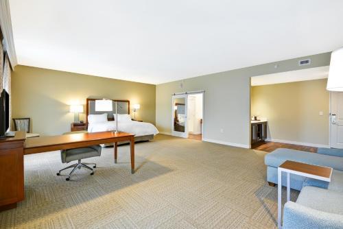 Hampton Inn & Suites Charleston Airport in North Charleston