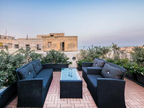 . Valletta Kursara Port View
