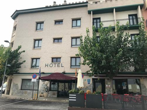 . Hotel Magallón