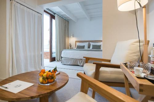 Deluxe Suite with Terrace - single occupancy S'Hotelet d'es Born - Suites & SPA 6