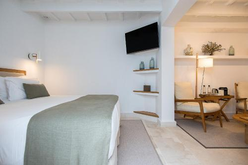 Deluxe Suite with Terrace - single occupancy S'Hotelet d'es Born - Suites & SPA 8