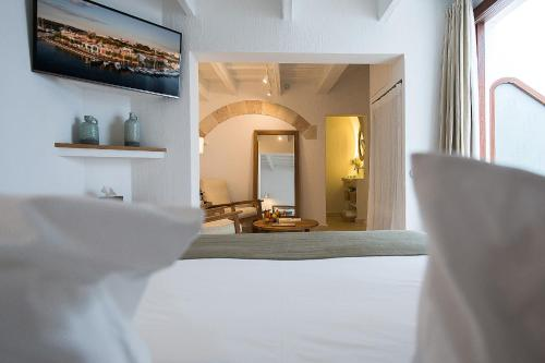 Deluxe Suite with Terrace - single occupancy S'Hotelet d'es Born - Suites & SPA 9