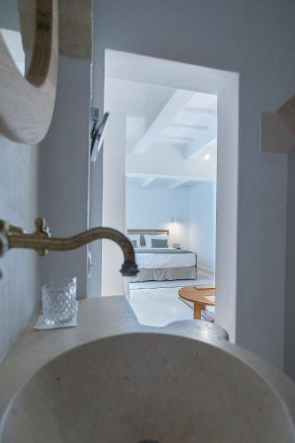 Deluxe Suite with Terrace - single occupancy S'Hotelet d'es Born - Suites & SPA 4