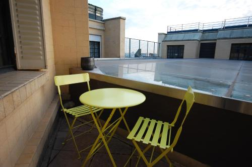 Apartment terrace and view photo 31