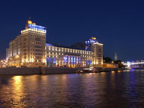 GMApartments famous House on the Enbankment - image 3