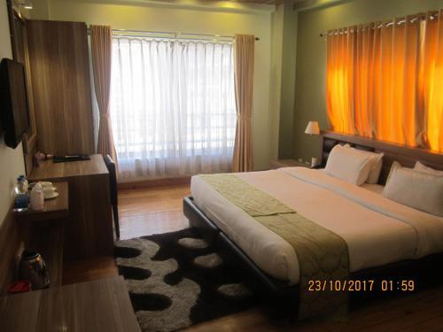 Hotel White Tara room photos