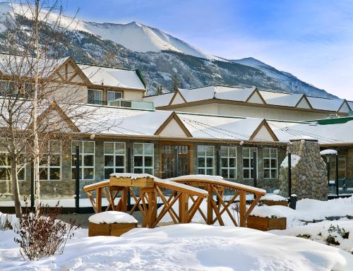 Coast Canmore Hotel & Conference Centre - Photo 6 of 35