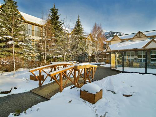 Coast Canmore Hotel & Conference Centre - Photo 8 of 35