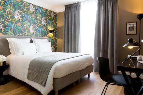 3 Rue de Ponthieu, 75008 Paris, France.