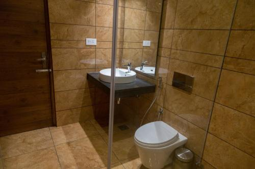 HOTEL HILLS TIRUPATTUR, Tirupattur, India - Photos, Room Rates