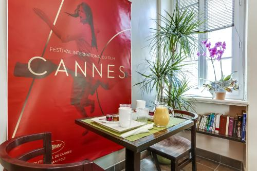 13 Rue Des Belges, Cannes 06400, France.