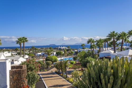 Urb. Montaña Roja, Calle Francia 1, Playa Blanca  35580, Lanzarote, Spain.
