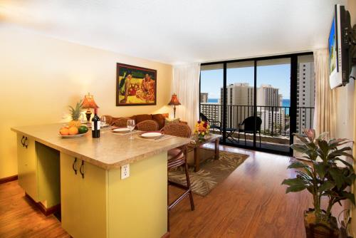 Waikiki Banyan | 19th Floor | Ocean Views - Honolulu, HI 96815