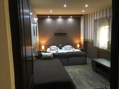 صور غرفة Royal Apartment Kecskemét
